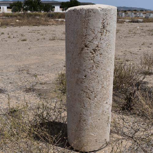 columna-de-piedra-antigua-en-antikuas